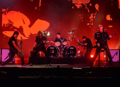 Metallica faz show energético para mais de 100 mil no Lollapalooza
