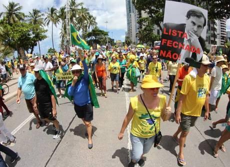 Manifestantes ocupam ruas<br />de diversas cidades do Brasil