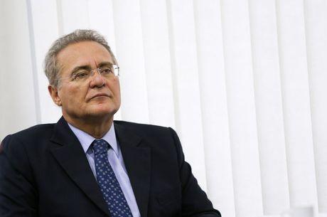 Renan Calheiros tenta aproximação do Governo