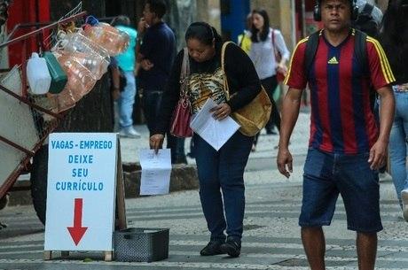 Desemprego bate à porta de ao menos 2,1 milhões na Grande SP