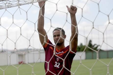 Após ser solto, goleiro Bruno foi contratado pelo Boa Esporte, de Varginha (MG)