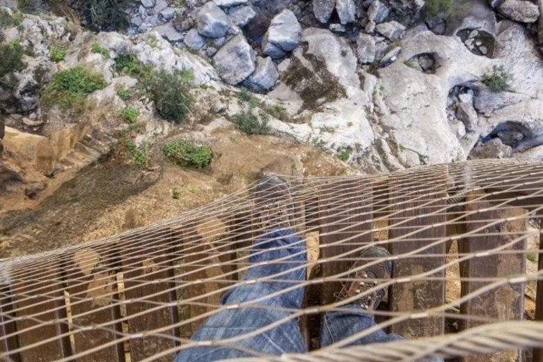 Em 2015, após reformas e obras de restauração para reforçar a segurança do desfiladeiro e da trilha, El Caminito del Rey foi reinaugurada. Hoje, recebe aproximadamente 1.100 visitantes por dia
