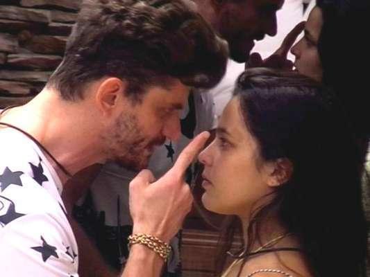 """A <a href=""""http://entretenimento.r7.com/famosos-e-tv/policia-do-rio-de-janeiro-vai-a-casa-do-bbb-para-ouvir-marcos-e-emilly-apos-briga-10042017"""">Polícia Civil do Rio de Janeiro foi à casa do</a><a href=""""http://""""><i>Big Brother Brasil</i></a>, na Rede Globo, nesta segunda-feira (10)<br>"""