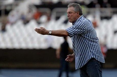 Abel Braga reclama da arbitragem no jogo contra o Flamengo, que acabou em empate