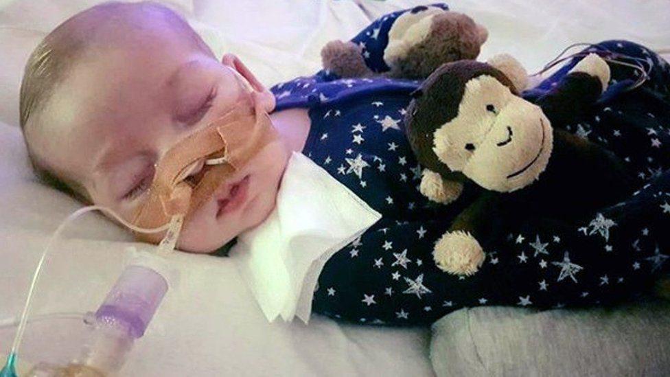 Tribunal autoriza hospital a desligar máquinas a bebé de oito meses