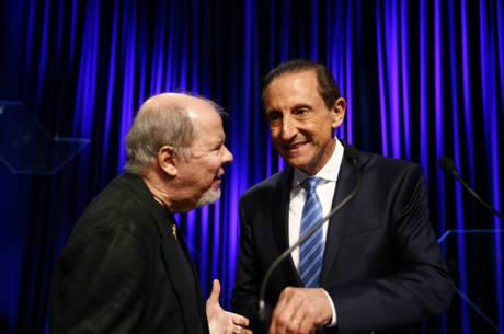 Duda Mendonça e Paulo Skaf em 2014 durante intervalo de debate com candidatos ao governo de São Paulo