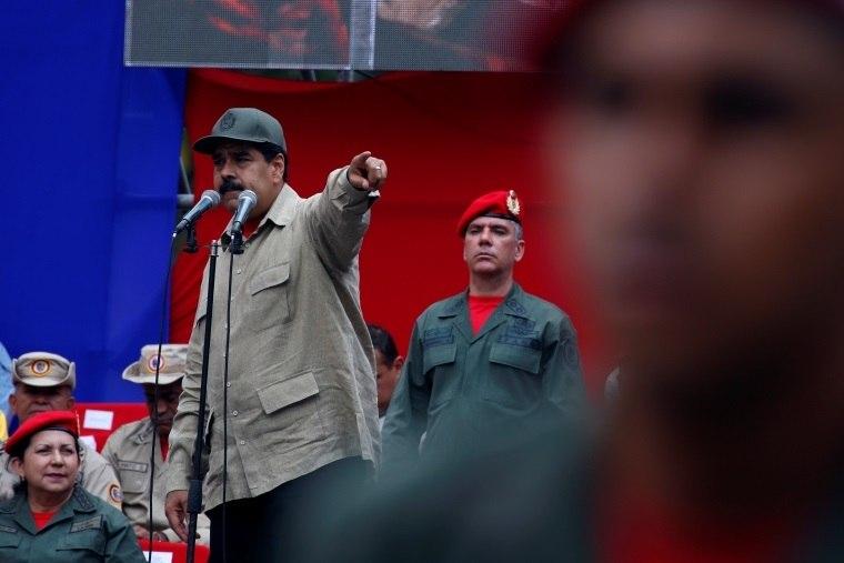 Presidente da Colômbia diz estar preocupado com militarização da Venezuela