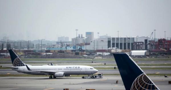 United Airlines expulsa noivos a caminho de casamento de voo