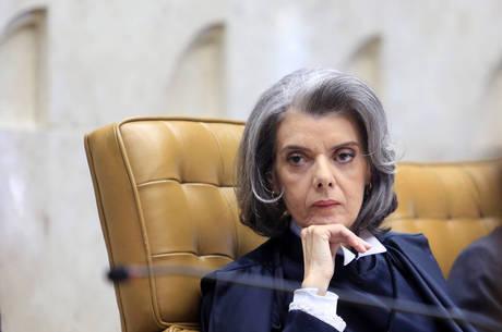 Carmén Lúcia é citada em conversa