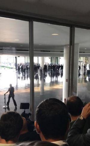 Policiais invadem Congresso Nacional em protesto pela reforma da Previdência