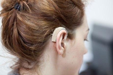 O implante coclear é indicado quando o paciente não obtém o efeito desejado com o aparelho auditivo, dizem especialistas
