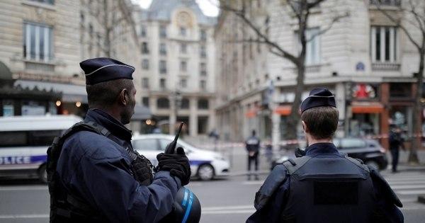 França prende terroristas e eleva alerta para eleições