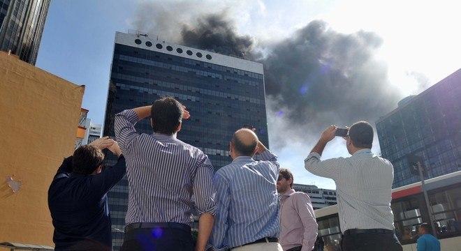 Incêndio atingiu prédio da Vale no centro do Rio, na tarde desta quarta-feira