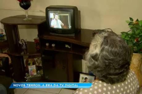 Moradora de Belo Horizonte instalou um conversor digital no aparelho de TV antigo