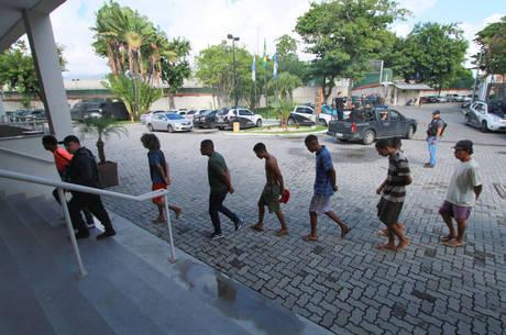 Agentes cumprem 28 mandatos de prisão na Baixada Fluminense