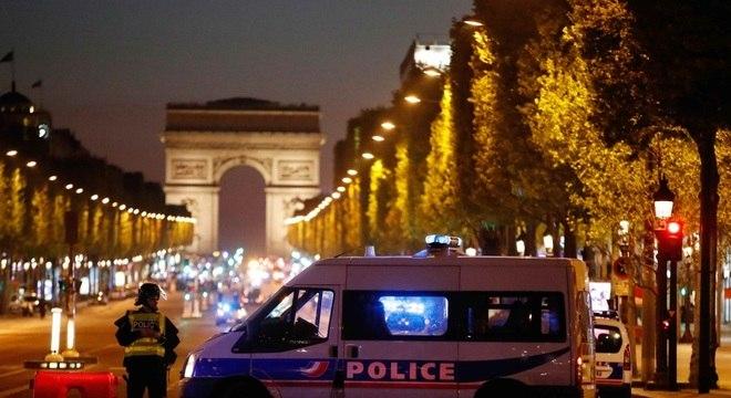 População deve evitar região da Champs-Elysee, principal avenida de Paris