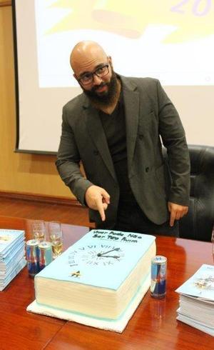 Escritor divulgou livro na maior universidade do país