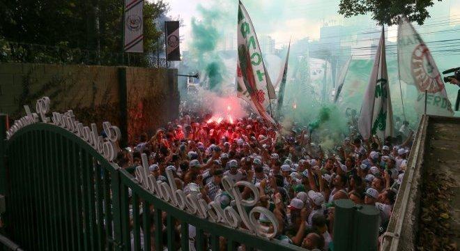 Torcida do Palmeiras acredita na virada sobre a Ponte Preta neste sábado (22), no Allianz Parque, em São Paulo