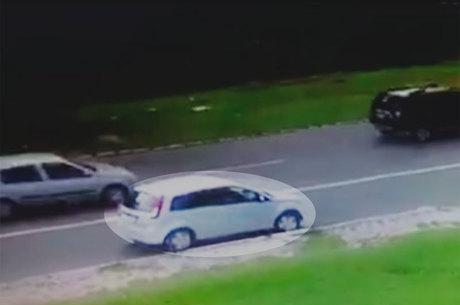 O motorista ainda trafegou com o veículo sobre marcas de canalização