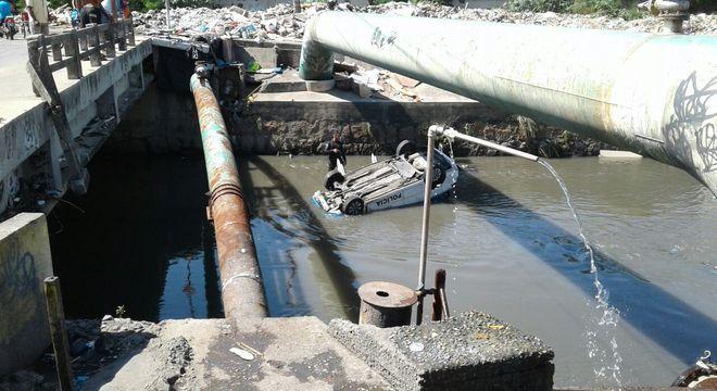 Policiais da UPP de Manguinhos trocaram tiros com criminosos antes de viatura cair em rio