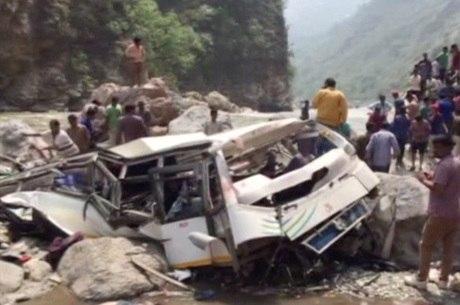 No início da semana, ônibus caiu de penhasco em Shimla, também na Índia