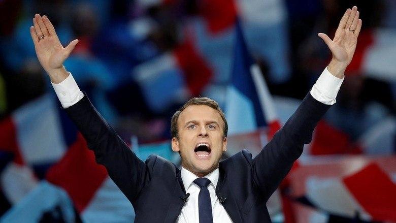 Emmanuel Macron, de 39 anos, foi eleito o novo presidente da França em votação realizada neste domingo (7). O centrista, do movimentoEn Marche!, teve uma ascensão rápida nas pesquisas de voto do 1° turno das eleições e, agora, derrotou a ultranacionalista Marine Le Pen, segundo pesquisas divulgadas após o fechamento das urnas.A seguir, saiba mais sobre o presidente eleito