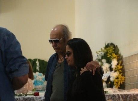 Amigos e fãs se despedem de<br />Jerry Adriani em velório no Rio