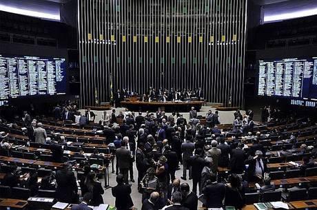 Medidas do governo para conter manifestações foram consideradas exageradas por parlamentares da oposição