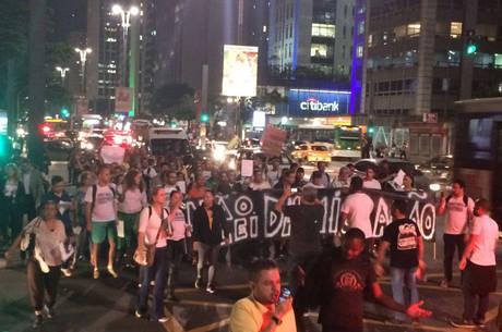 Grupo marchou pela avenida Paulista, da Fundação Cásper Líbero até a Consolação