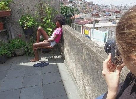 Gugu conhece jovem com beleza de modelo na periferia de SP