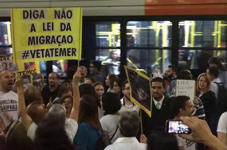 Manifestação reuniu menos de 100 pessoas