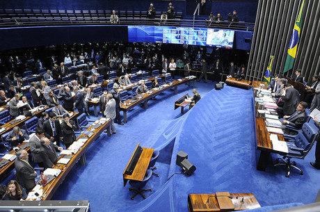 Dois senadores quase brigaram fisicamente durante a Comissão