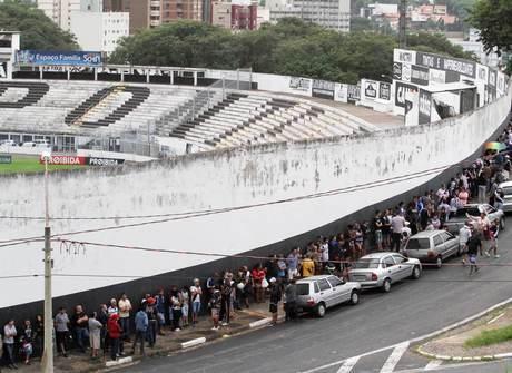 Tumulto marca início da venda de ingressos da final do Paulistão