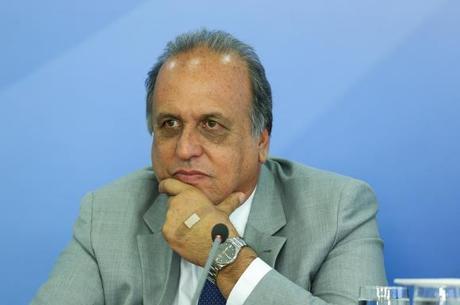 Pezão teve as contas de 2016 rejeitadas pelo TCE-RJ