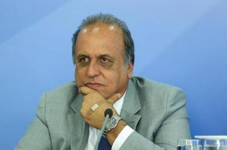 Governador do RJ se diz surpreso com denúncias contra Temer