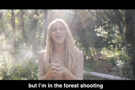 Shakira postou vídeo no set de filmagem do clipe