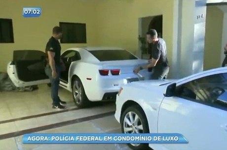 Agentes da Polícia Federal foram até um condomínio de luxo