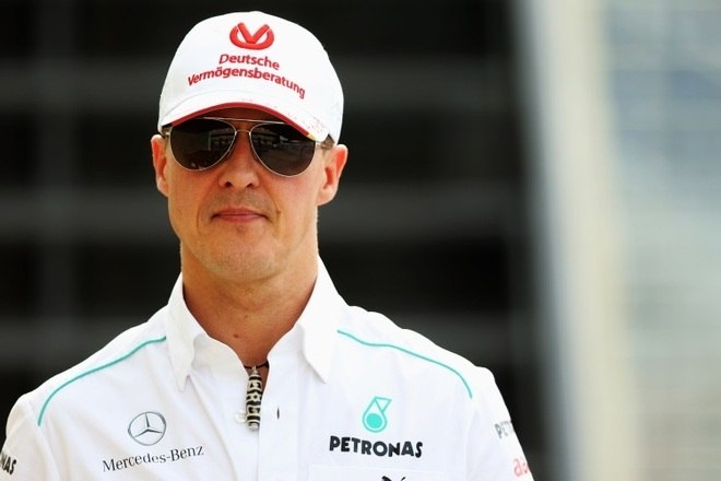 Outro indivíduo, um papparazzi, divulgou na mídia que teria conseguido tirar uma fotografia de Schumacher em sua residência e que o ex-piloto estaria pesando somente 45 quilos. Pediu um milhão de euros pela imagem para divulgá-la à imprensa, mas a suposta foto jamais apareceu