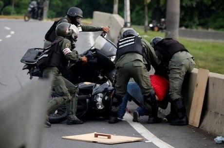 30 mil venezuelanos já deixaram a o país natal por conta da crise