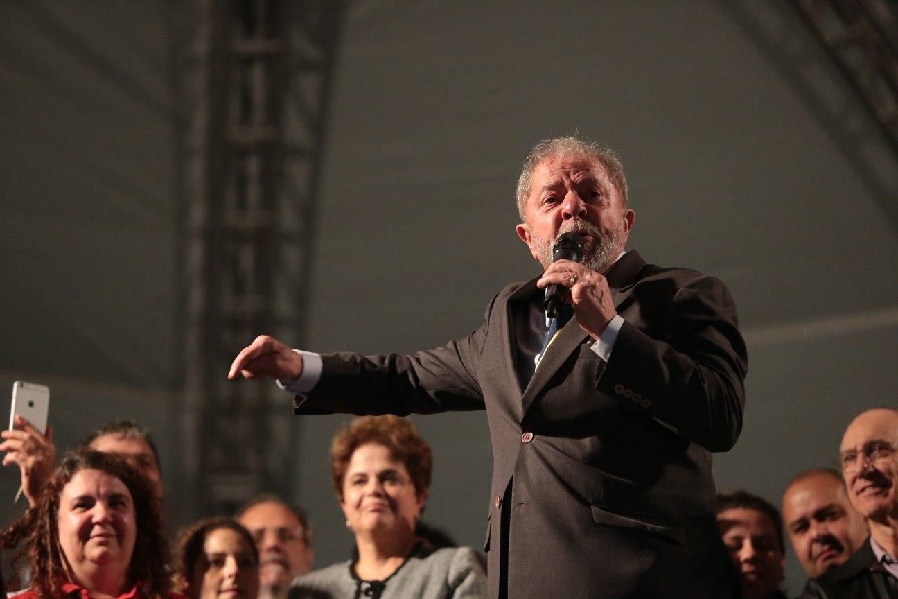 Acampamento pró-Lula é atingido por rojões na madrugada; veja!