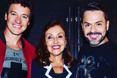 A mãe de Faro gosta de compartilhar cliques da família na web