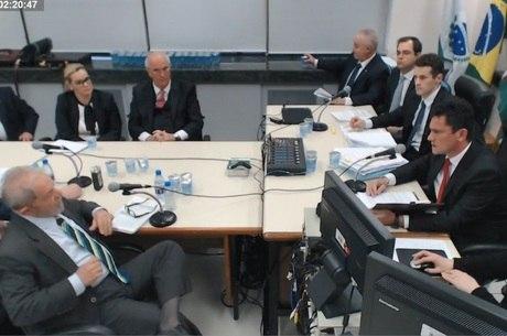 Documento foi apresentado pelos 10 advogados de Lula