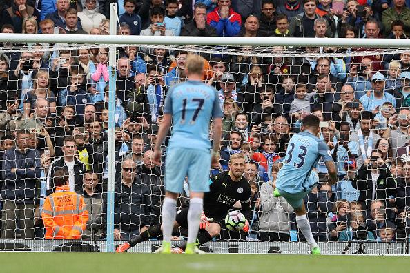 Com categoria Gabriel Jesus cobra pênalti e garante vitória do Manchester City diante da torcida Matthew Ashton- AMA  Getty Images