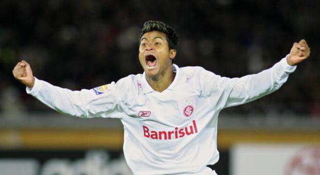 Com apenas seis minutos em campo, Adriano Gabiru garantiu o título mundial para o Internacional