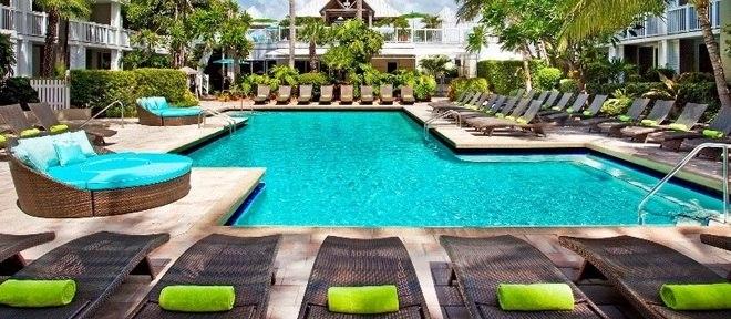 No calorão de Key West, a piscina vem como um oásis para relaxar no final de tarde do Margaritaville