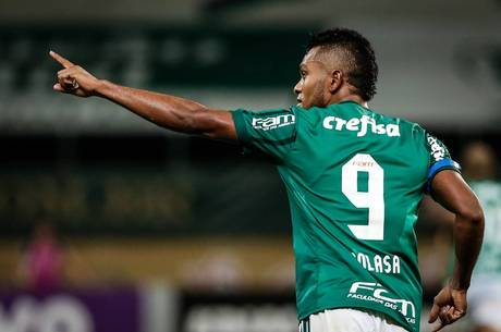 Miguel Borja comemorando gol pelo Palmeiras