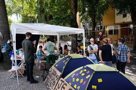 Grupo está acampado desde a tarde desta terça (16)
