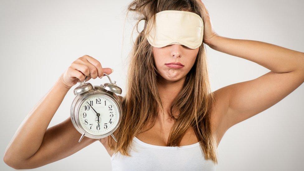 Dormir pouco deixa você menos atraente — Cuidado