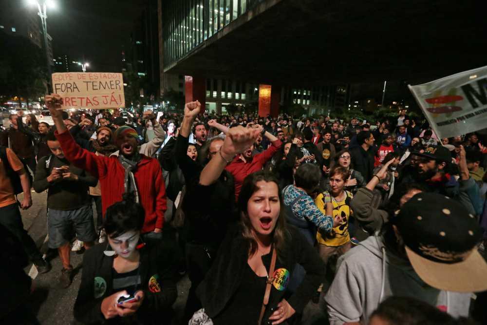 Manifestantes tomam às ruas do país contra Temer
