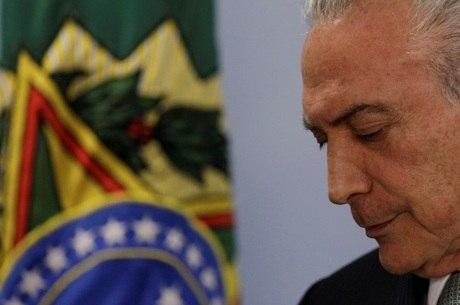Temer é acusado de ter aprovado suborno a Eduardo Cunha